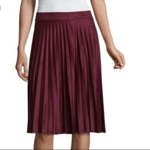 🍊Burgundy Faux Suede Pleated Liz Claiborne Skirt